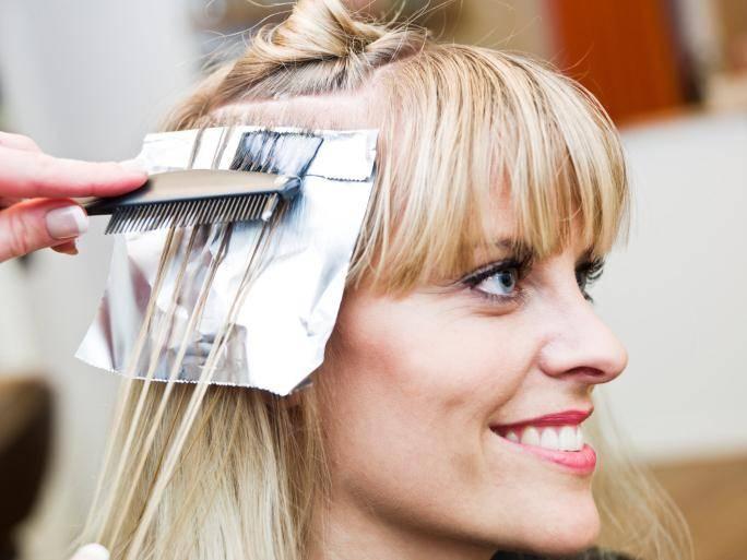 Топ-3 популярные краски для волос в период беременности