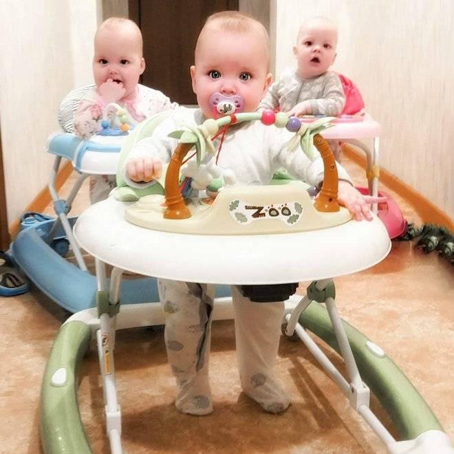 Со скольких месяцев можно ребенка сажать в ходунки: с какого возраста сажать в ходунки, не навредят ли они