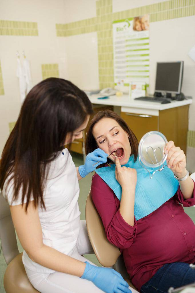 5 важных правил посещения стоматолога во время беременности