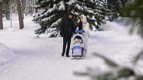 8 общих правил для зимних прогулок с новорождённым: как гулять, как одеть и не замерзнуть?