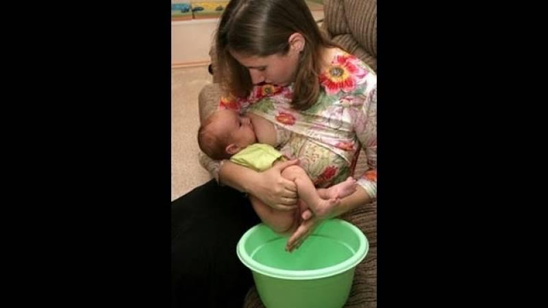 Как помочь ребенку покакать грудному, новорожденному, годовалому, в 3 года массажем, клизмой, градусником, звуком, упражнениями, народными средствами, для анализа?