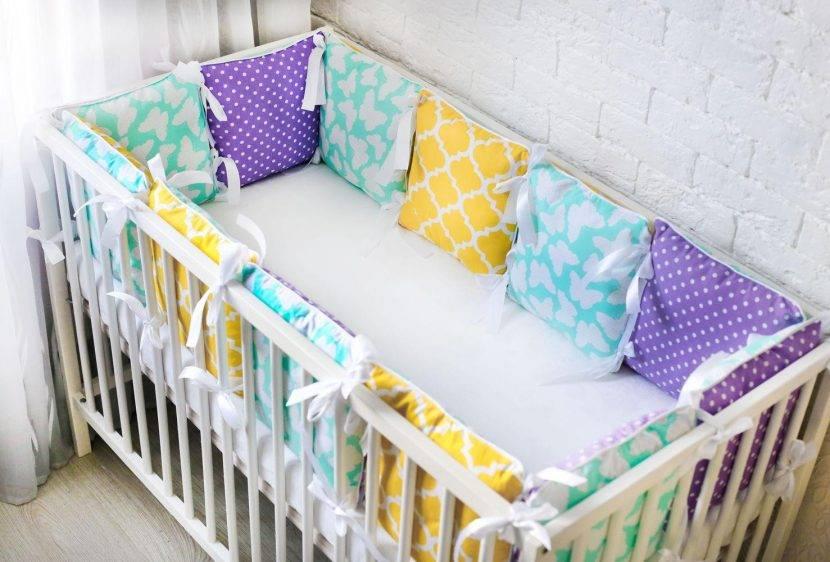 Бортики в кроватку для новорожденных: виды детских комплектов