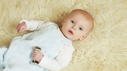 В каком возрасте малыш начинает агукать?