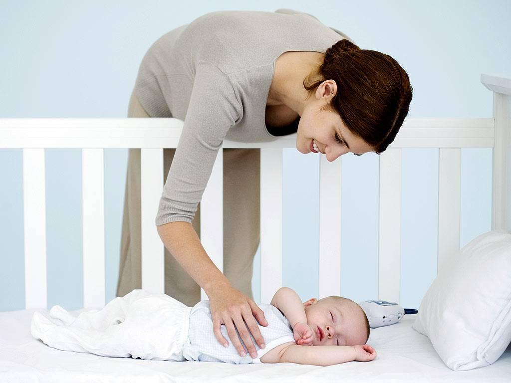 Как приучить ребенка спать в своей кроватке: способы, советы