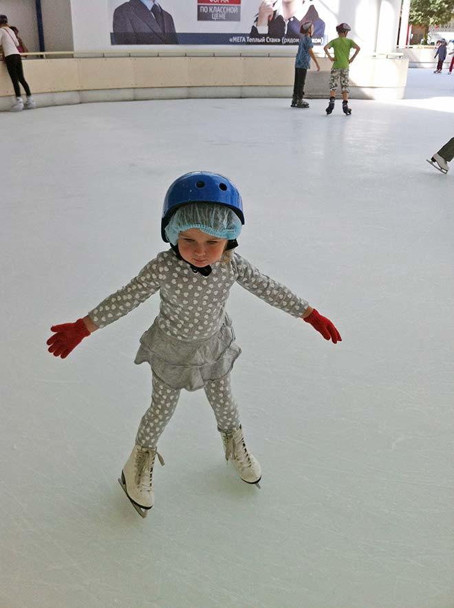 Как научить ребенка кататься на коньках: польза, с какого возраста, техника катания
