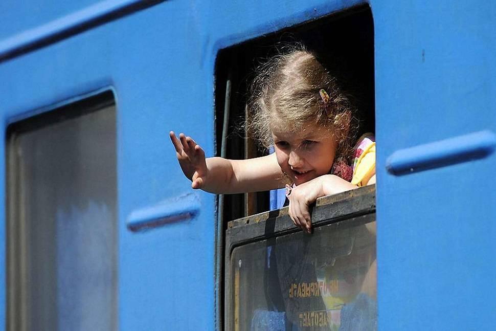 Правила перевозки детей в поездах дальнего следования, чем кормить