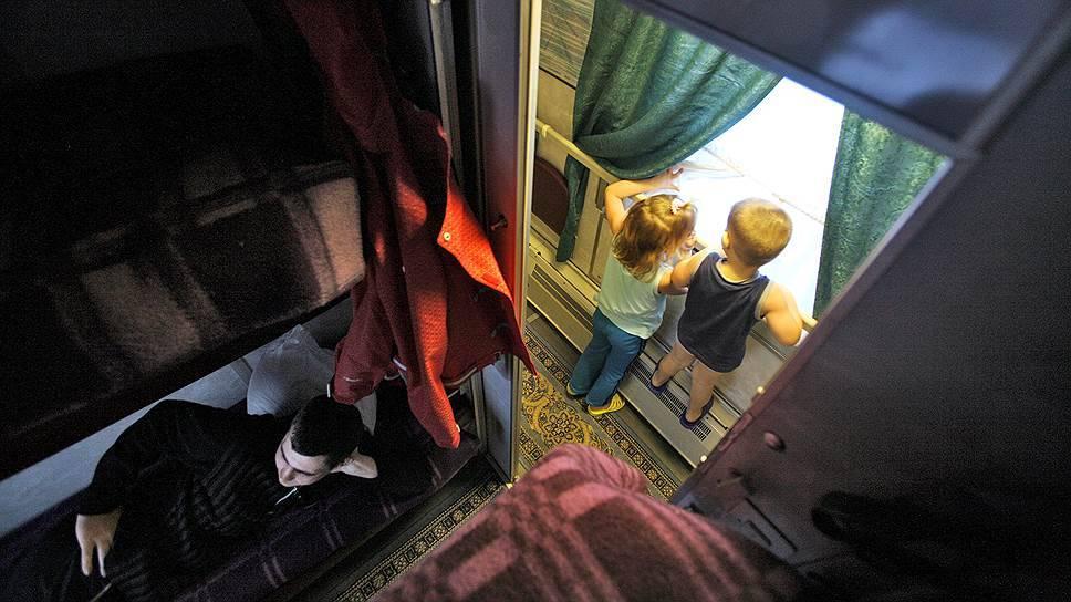 Проезд детей в поездах дальнего следования (32 фото): правила перевозки, сопровождение без родителей, билеты