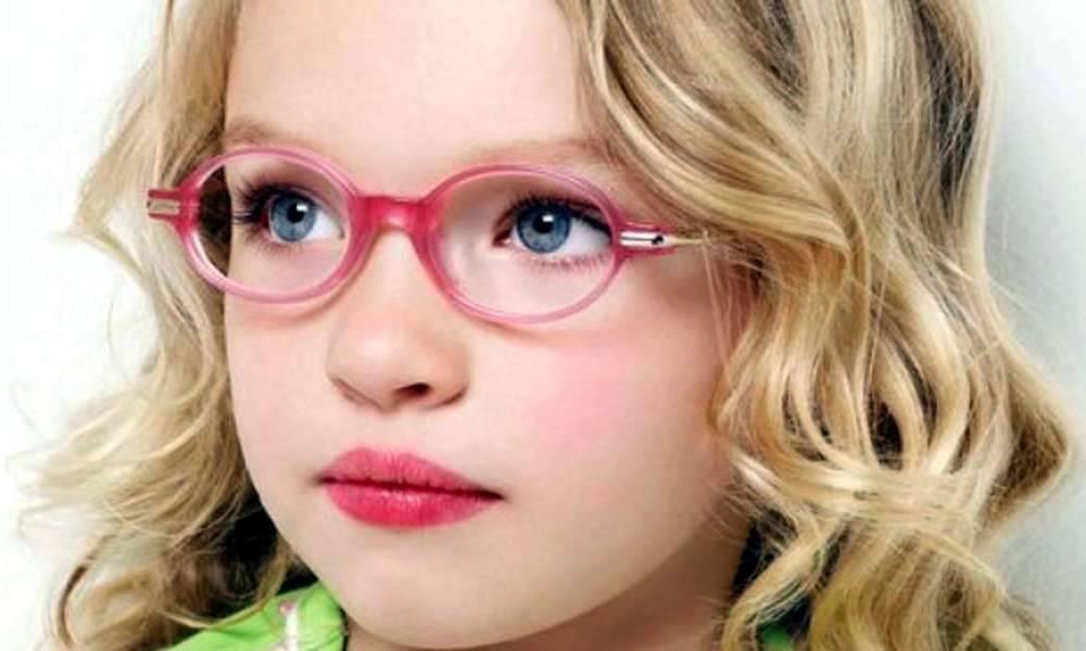 Какие очки подходят для коррекции астигматизма и как их подобрать?