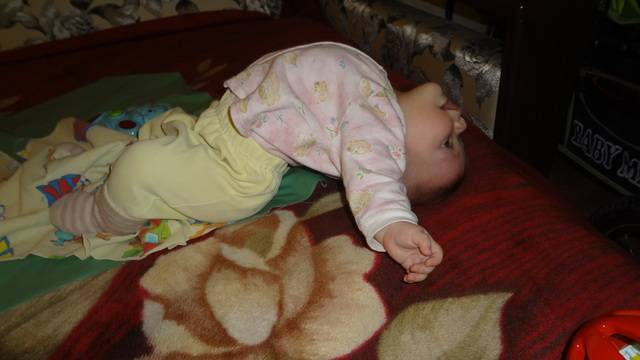 Почему ребенок потеет, когда засыпает и как предотвратить неприятное явление?