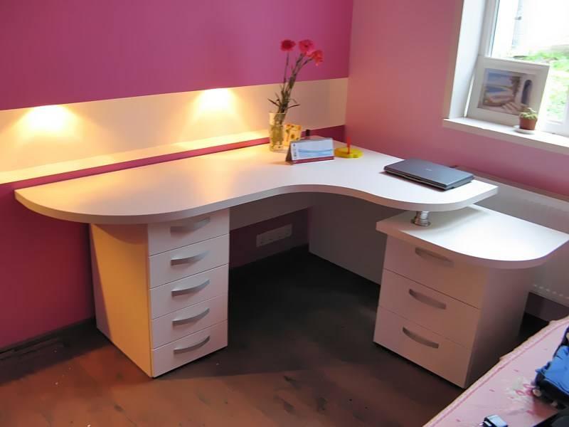 Письменный угловой стол для двоих детей (31 фото): детский компьютерный стол-парта