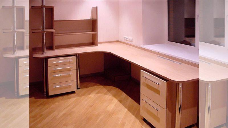 Письменный стол с ящиками для школьника (60 фото): детские угловые столы с полками