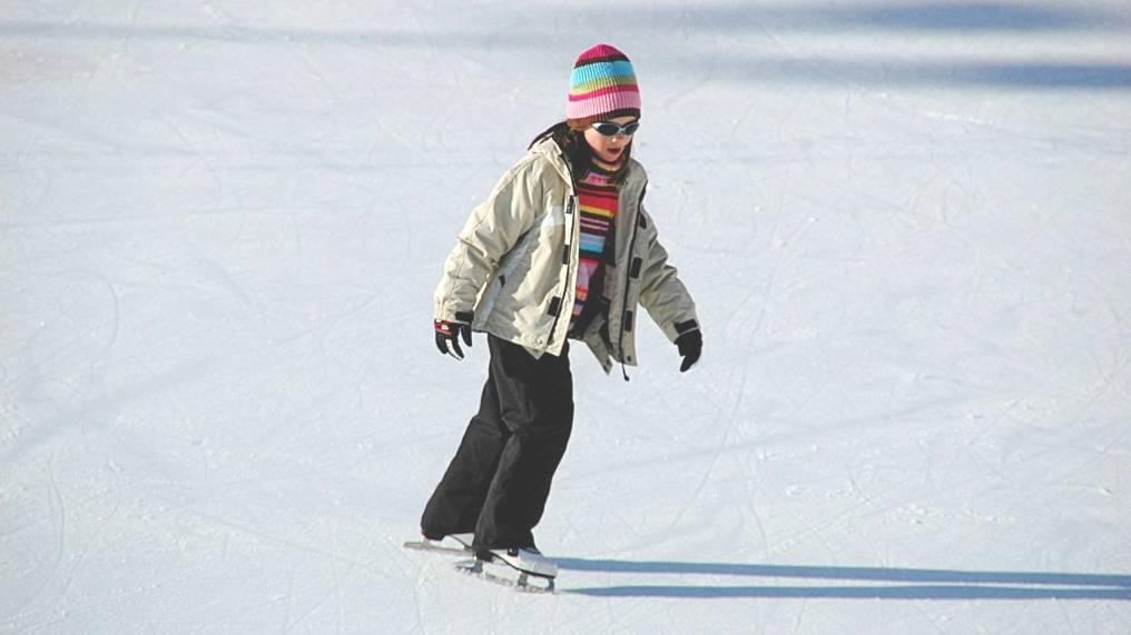 Как научить ребенка кататься на коньках: упражнения