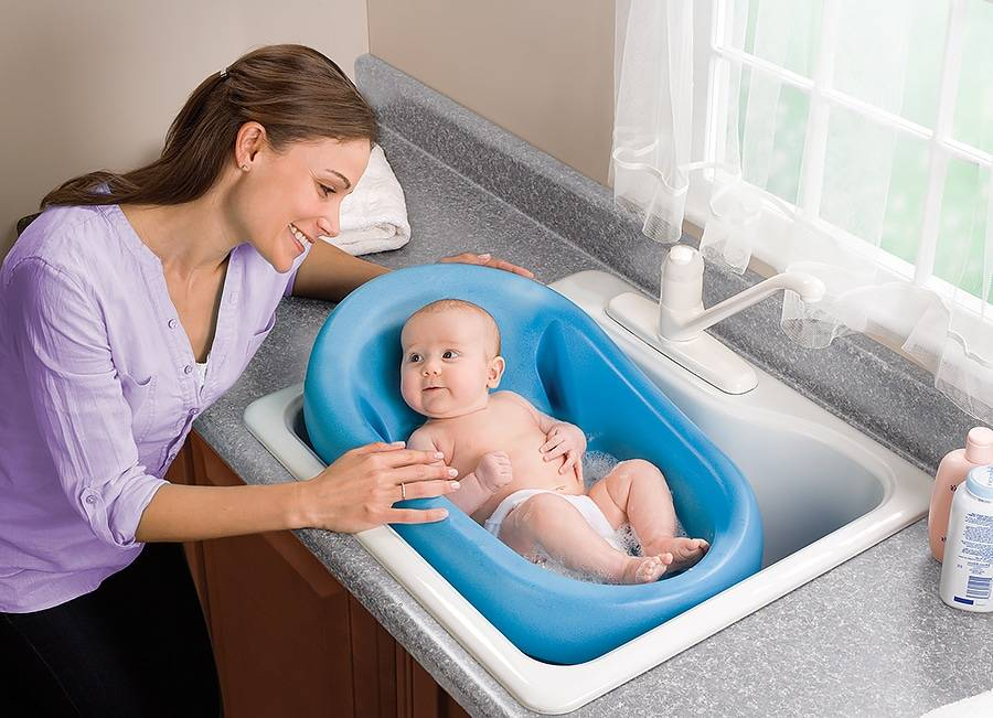 Какой должна быть температура воды в ванночке для купания новорожденного ребенка