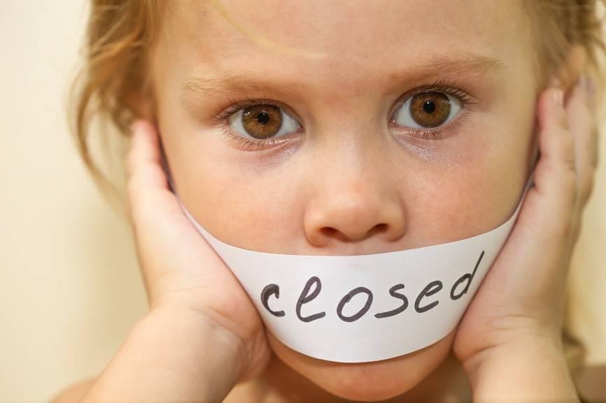 Как правильно отучить ребенка от рук