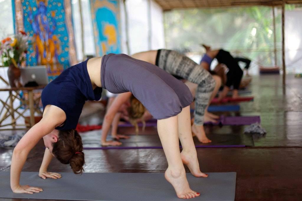Как вставать на мостик. упражнения на гибкость | школа красоты