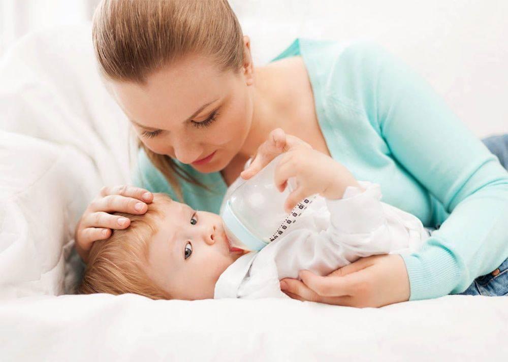 Ребенок плачет во время кормления смесью комаровский. что делать, когда ребенок плачет при кормлении из бутылочки
