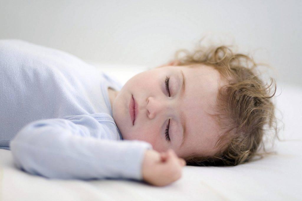 11 причин вздрагиваний младенцев во сне от врача-педиатра. по каким причинам ребенок вздрагивает во сне