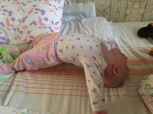 Ребенок в 3 месяца не держит голову: причины и как лечить
