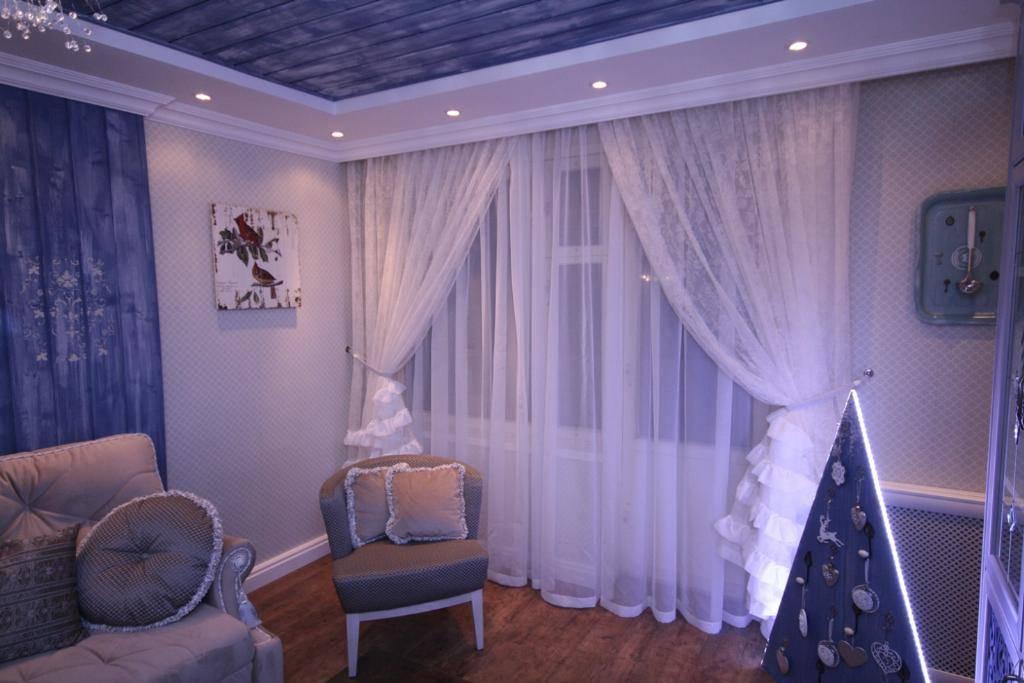 Варианты ассиметричных штор для кухни, гостиной и спальни