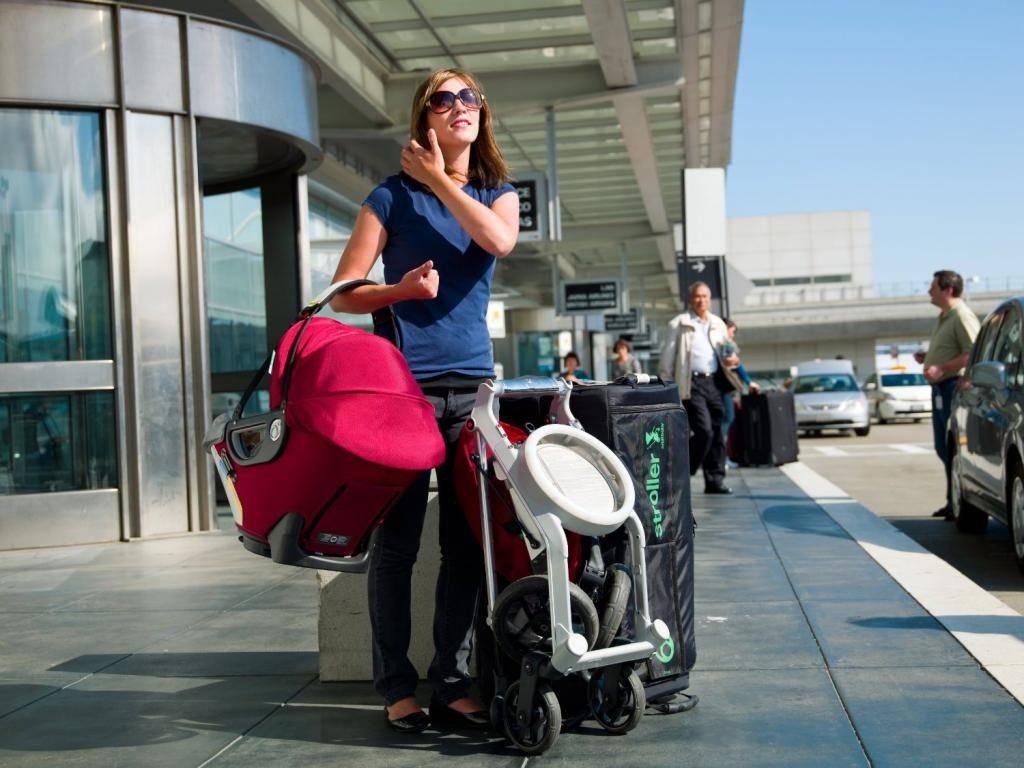 Провоз детской коляски в самолете. как бесплатно провозить коляску.