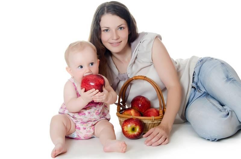 Печеные яблоки при грудном вскармливании: можно ли кушать маме и малышу, а также с какого месяца и в каком количестве их вводят в рацион при гв?