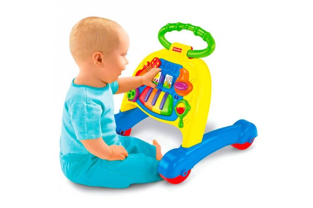 Развивающие игрушки для детей от 0 до 1 года по месяцам: список с фото. что подарить ребенку до года и на рождение.