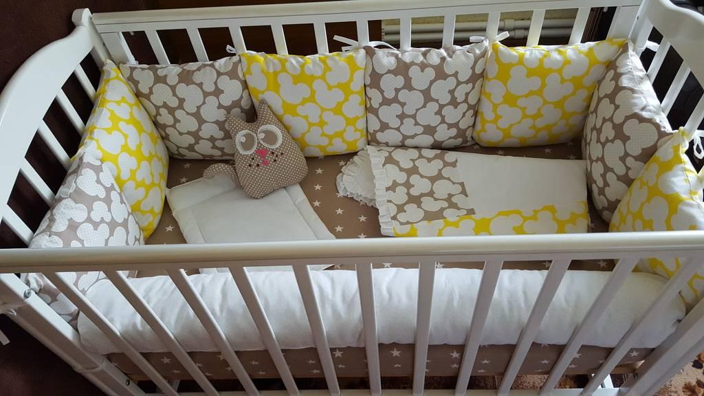 Нужны ли бортики в кроватку для новорожденного: аргументы за и против