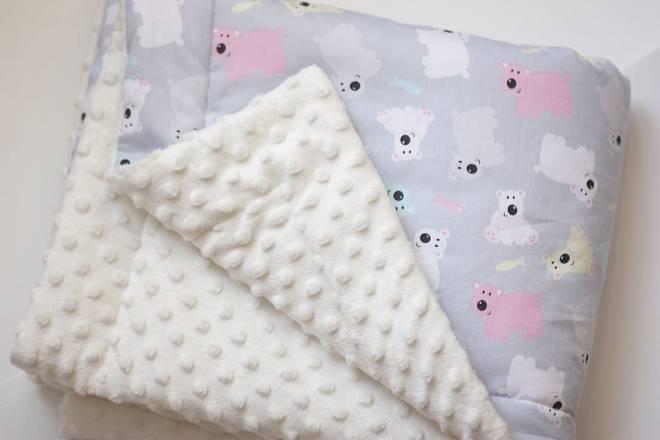 Какое одеяло лучше для новорожденного в кроватку или коляску?