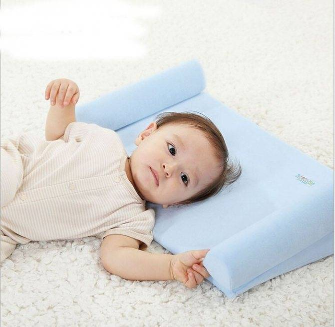 Когда ребенку можно спать на подушке: со скольки месяцев, какая должна быть