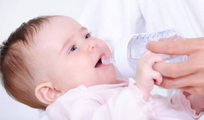 Стоит ли беспокоиться, если ребенок пьет много воды?