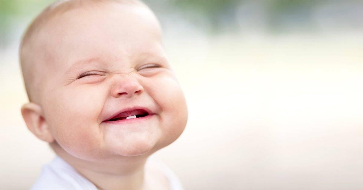 Первая улыбка малыша: когда ожидать и как заслужить?
