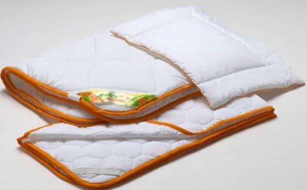 Одеяло для новорожденного: какое лучше выбрать в кроватку или в коляску, летом и зимой