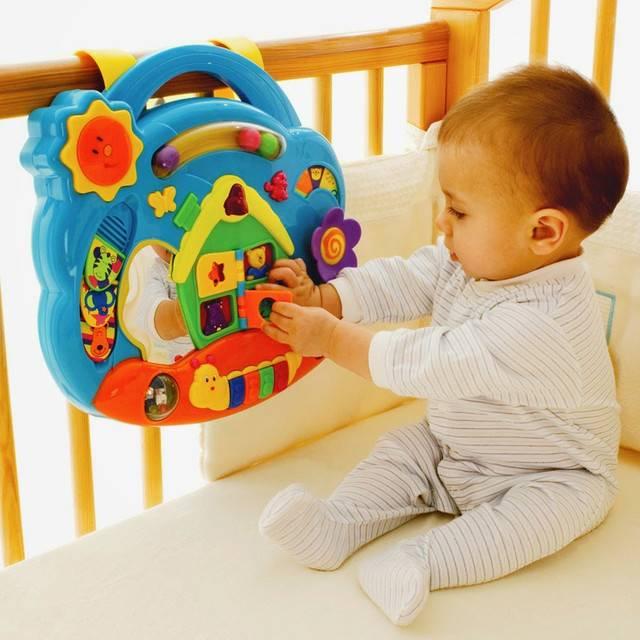 Что подарить ребенку от 1 до 6 месяцев?