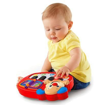 Мальчику полгода: полезный и приятный подарок