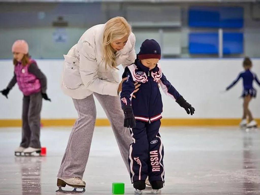 Обучение катанию на коньках ребенка: полезные советы. как научить ребенка кататься на коньках?