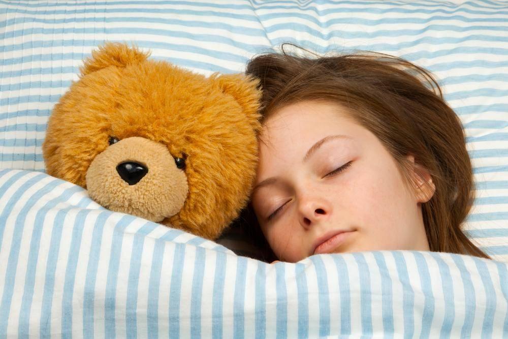 Как правильно спать, чтобы быстро высыпаться? на каком боку лучше сон?