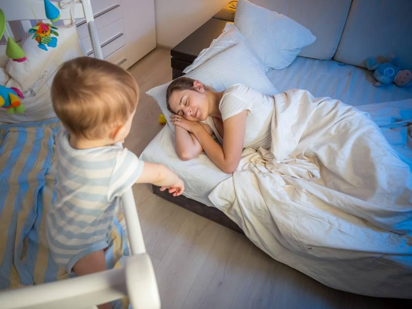 Приучаем малыша самостоятельно засыпать