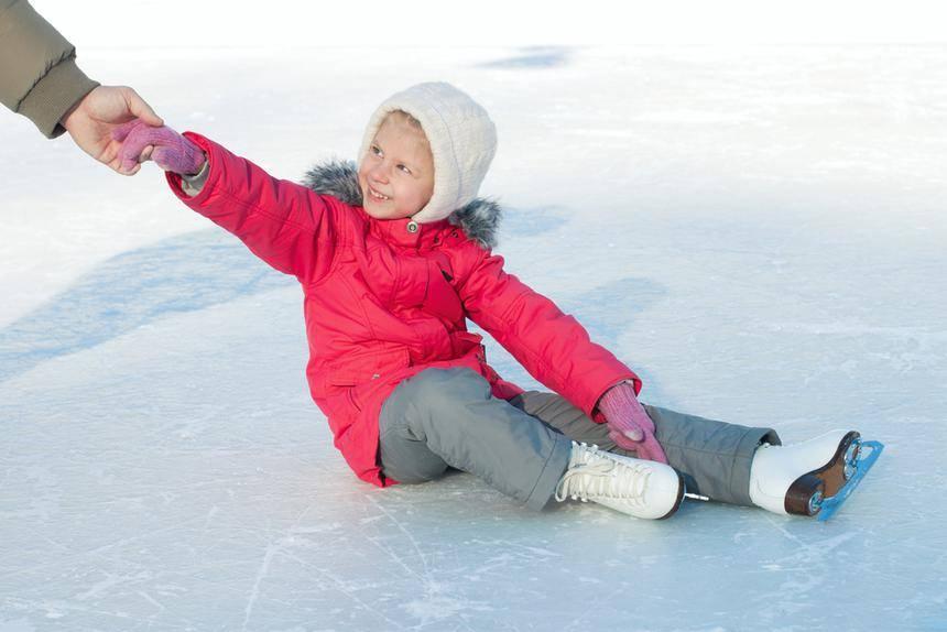 Как научить ребенка кататься на коньках по льду