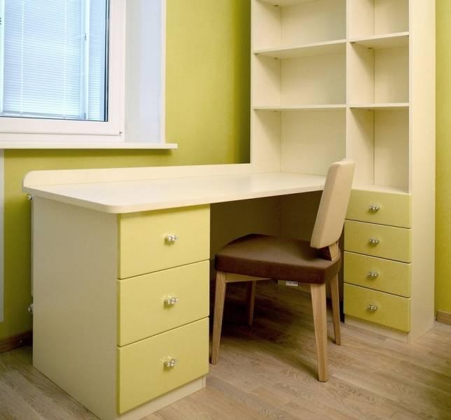 Угловой стол для школьника (47 фото): письменный детский рабочий стол с ящиками в комнату для двоих, размеры мебели и размещение возле окна