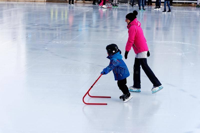 Дети на льду: как познакомить ребенка с коньками и катком. фигурное катание для ребенка