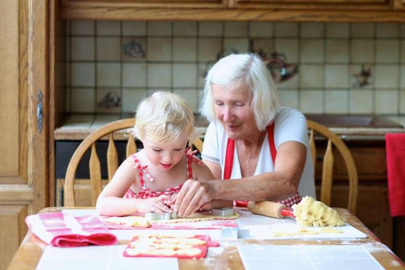 Бабуля рулит: как не дать бабушке испортить ребенка?