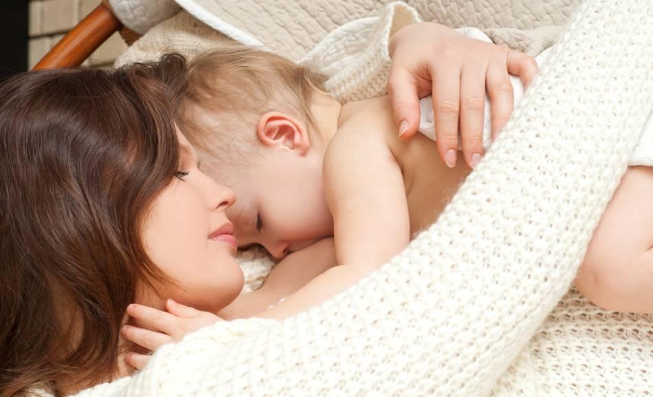 Нужно ли кормить новорождённого ночью при грудном вскармливании