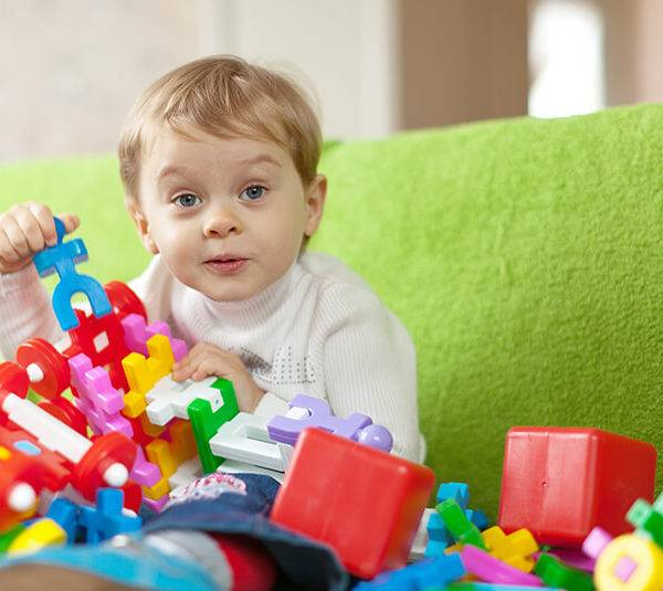 Что подарить ребенку на 2 года. какой подарок выбрать мальчику и девочке на 2 года?