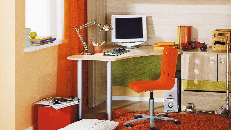 Письменный угловой стол для двоих детей