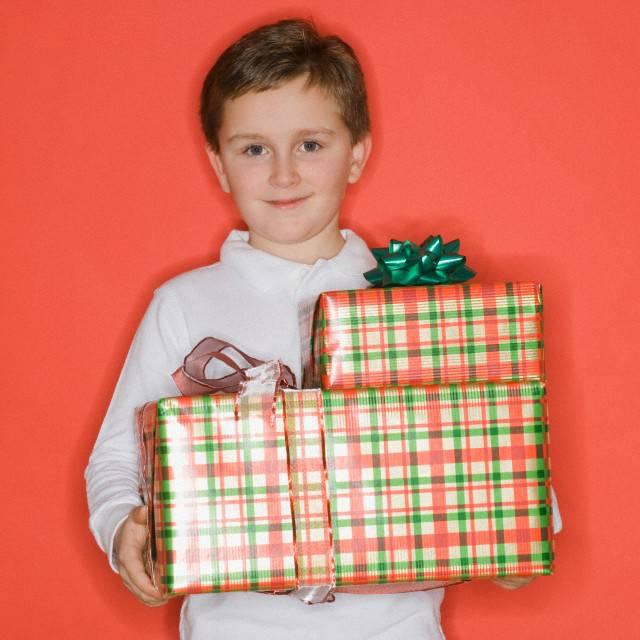 Что подарить мальчику 11 лет?