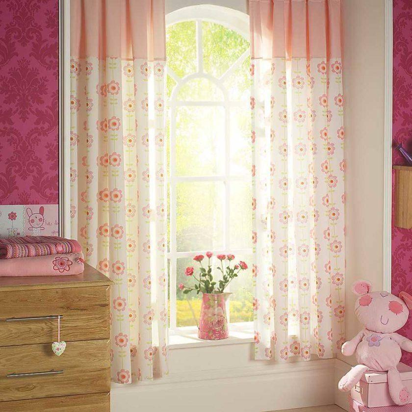 Короткие шторы до подоконника в интерьере спальни 2021 (60 фото): занавески в спальню без балкона, дизайн коротких штор