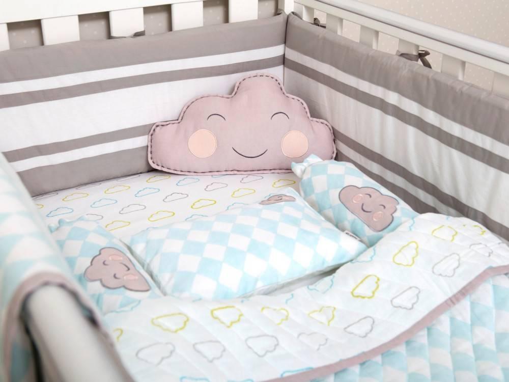 Размер детского одеяла и подушки для новорожденных в кроватку - стандарты
