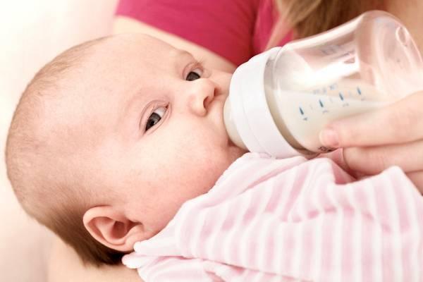 Ребенок плачет во время кормления грудным молоком. причины плача ребёнка при кормлении и возможные пути решения этой проблемы