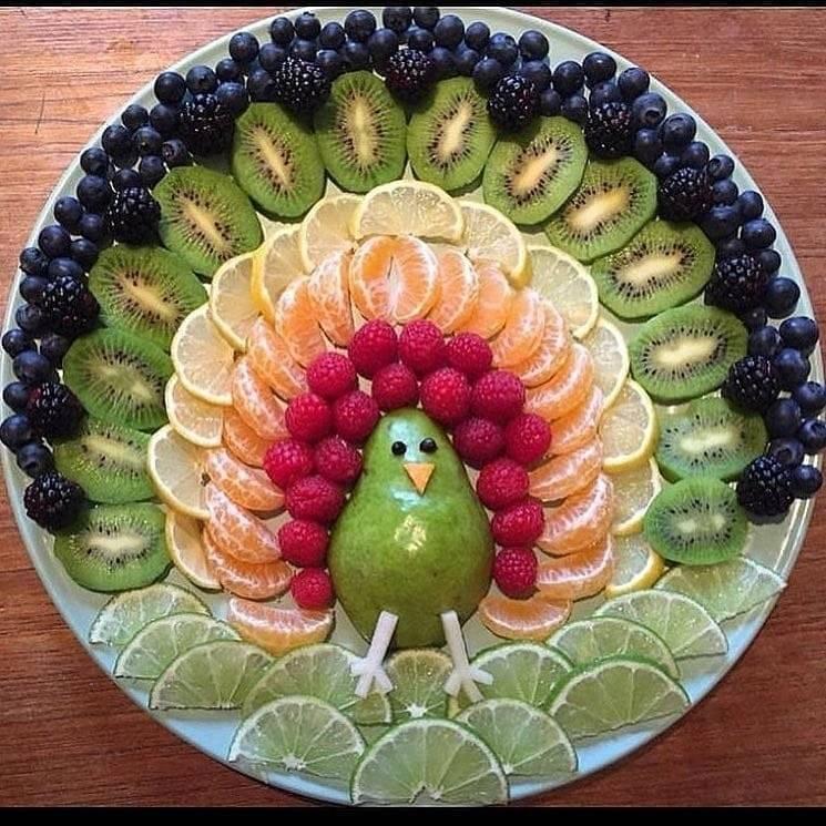Фруктовая нарезка на праздничный стол - фото оформления тарелки, канапе на шпажках, для детей в том числе