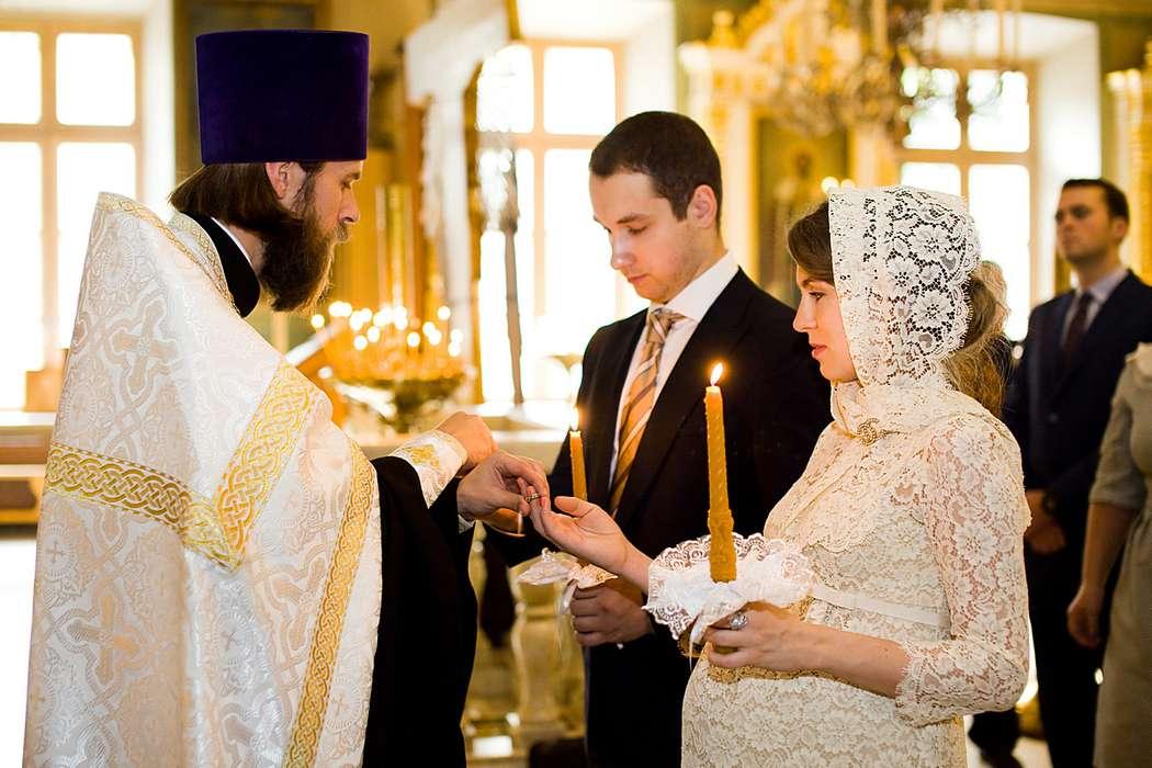 Можно ли беременным ходить в церковь: что говорят священники? :: syl.ru